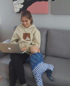 """Multitaskingia opettelemassa Espoossa Lexperiencen pääkonttorissa, mukana """"the Dude"""" 15 kk"""